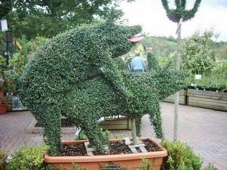 10 Coolest Displays Of Topiary Art
